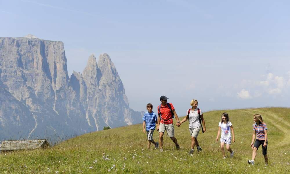 Wandern, Bergsteigen und Klettern auf der Seiser Alm - Sommerurlaub in den Dolomiten